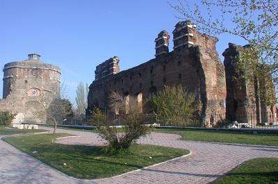 Bazilika- Kızıl Avlu